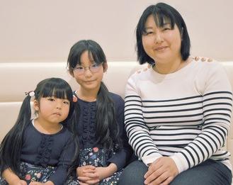 「これからも続けていきたい」と話す山嵜麻衣さん(右)、陽香さん(中央)、優香さん(左)親子