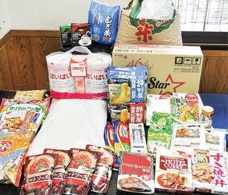 支援者や市民から集まる食料の一部