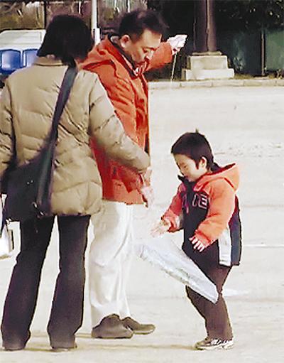 親子で楽しむ新春の凧揚げ
