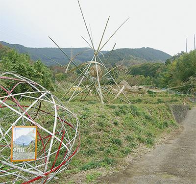 竹と藁のオブジェが完成