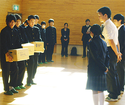 本町中生徒が被災地に支援物資