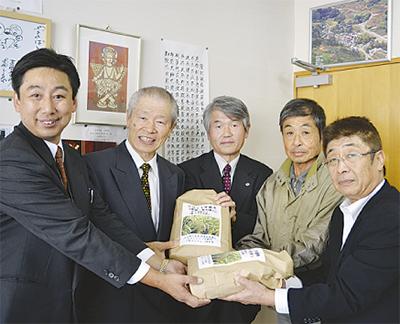 初収穫の米を寄付