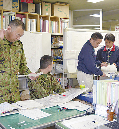 震災想定し合同訓練