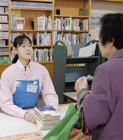養護学校生が図書館で実習