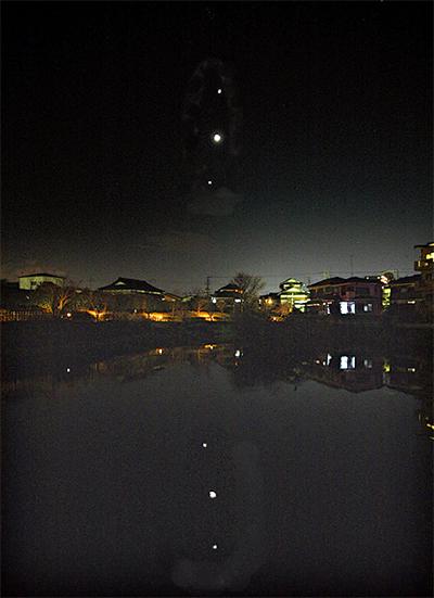 夜空に並ぶ3つの星