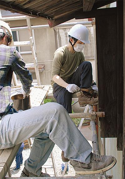 市民団体が補修工事