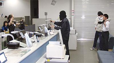 浜銀で強盗訓練