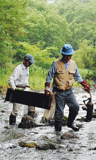 葛葉川で美化清掃