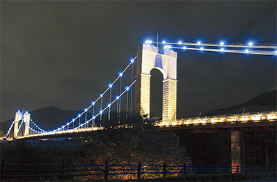 涼しげ風の吊り橋