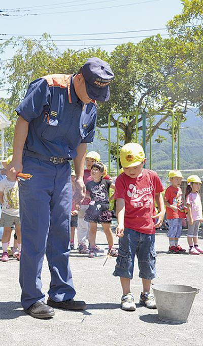 幼年消防が花火教室