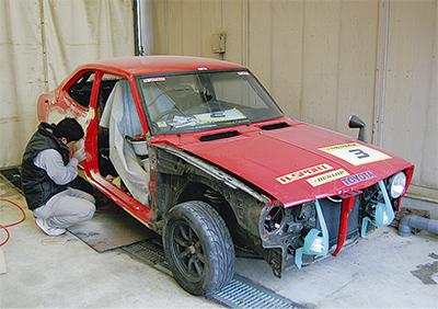 市内2社で旧車を修復