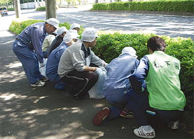 松下園が道路清掃