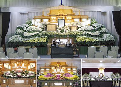 生花祭壇で思い出を語らう式場