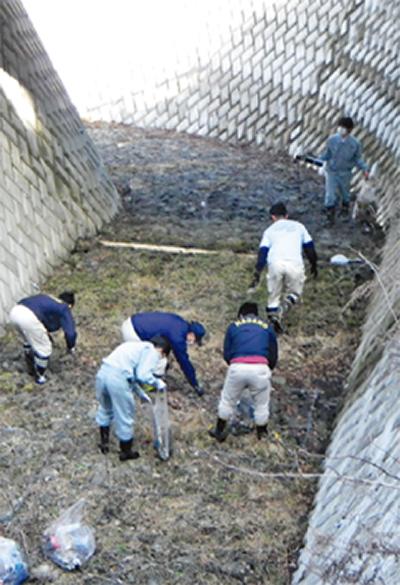 若手市職員が「護摩屋敷」清掃