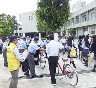 生徒に自転車マナー啓発