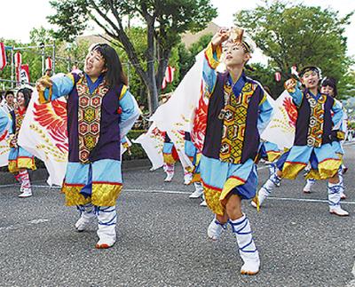千人の踊り手が集結