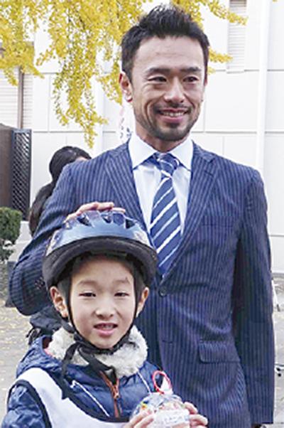 横溝直輝さん 白熱のレースに歓声   秦野   タウンニュース @townnews_twiさんを