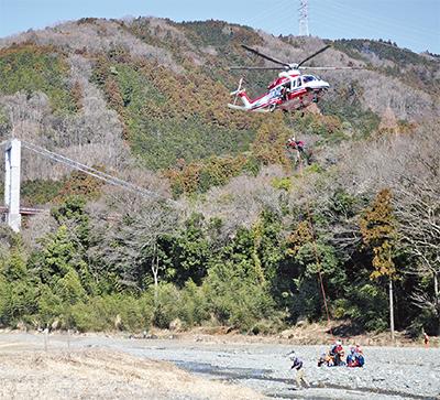 ヘリで合同救助訓練