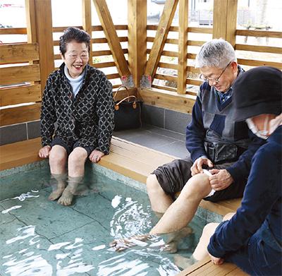 鶴巻温泉に「足湯」登場