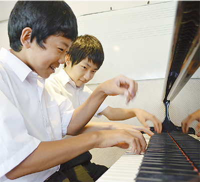 ピアノ連弾で全国銀賞