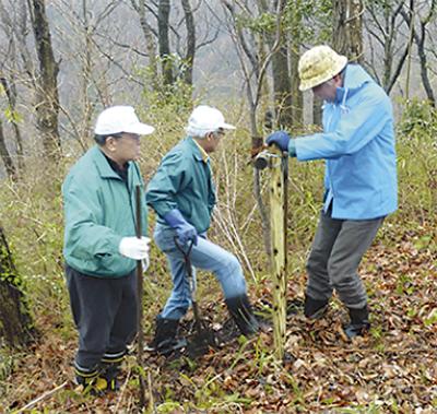 植樹と防犯カメラ寄贈