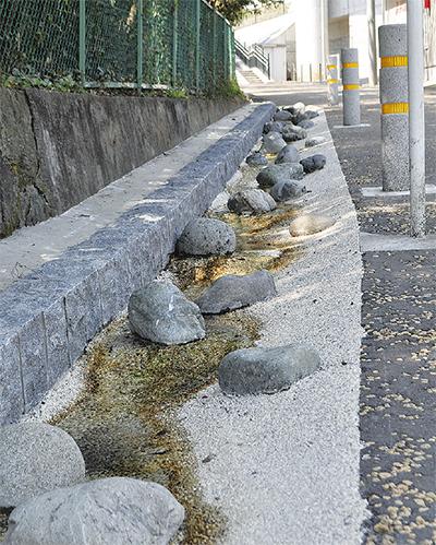 曾屋神社北側に水路完成