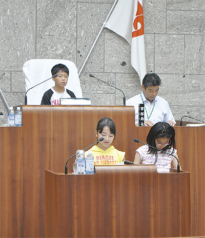 模擬議会で議員を体験