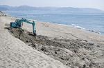 浸食が進む鎌倉の海岸。定期的に砂が補充されています。